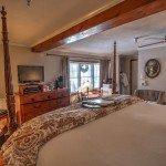 HoneymoonSuite with California King bed - romantic Vermont getaway