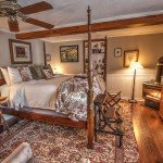 HoneymoonSuite With Gas-Log Fireplace In Room